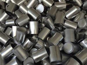 大量にたまった空き缶